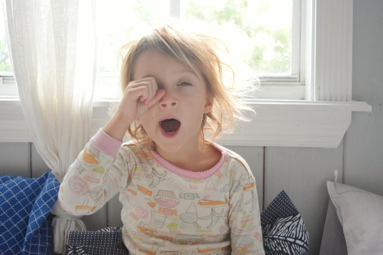 ¡Cómo cuesta despertarse! Así puedes ayudar a tu hijo a madrugar ante la vuelta al cole