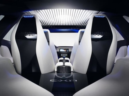 Para que siempre estés atento a la carretera, Jaguar pone las cámaras de sus coches a vigilarte