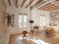 Un clásico piso del Eixample de Barcelona transformado en un acogedor 'loft' de madera