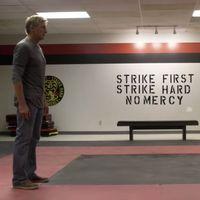 'Cobra Kai' presenta su primer tráiler con los protagonistas de la original 'Karate Kid' enfrentados de nuevo