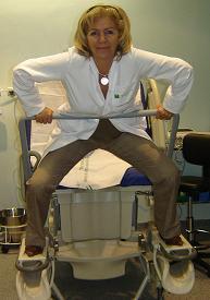 Tumbada, sentada, de lado, en cuclillas, de pie... la mujer puede elegir la posición más cómoda para dar a luz