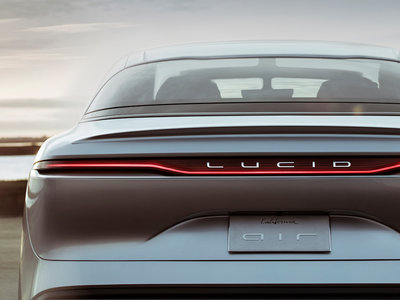 Lucid Air nos muestra cómo un coche eléctrico puede correr a más de 378 km/h y destrozar su propio récord