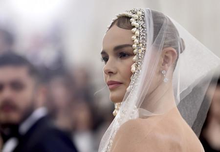 Gala MET 2018: Kate Bosworth demuestra una vez más que la elegancia es su fuerte, por mucha temática que haya que seguir