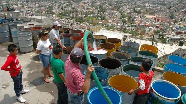 """En Ciudad de México decidieron """"ayudar"""" a una delegación con escasez de agua cediéndole la distribución a los habitantes"""