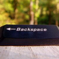 Por qué los navegadores web desactivaron el atajo de teclado para volver atrás con la tecla de retroceso (y cómo recuperarlo)