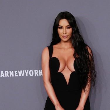 Kim Kardashian da la campanada con un escote imposible