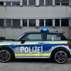 mini-jcw-vestido-como-auto-de-policia