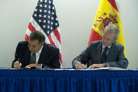 Panetta se despide haciendo un llamamiento a España para cooperar más en ciberseguridad