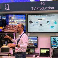 Telefónica democratiza la retransmisión profesional de televisión en directo gracias al 5G, el edge y una mochila