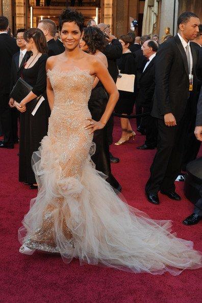 Foto de El mejor look de la semana está capitaneado por los vestidos de los Oscar. Elige a la que más te guste (5/6)