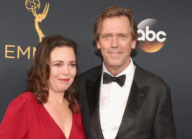 Olivia Colman y Hugh Laurie