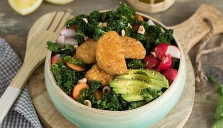 Ensalada De Kale Con Nuggets Vegetarianos