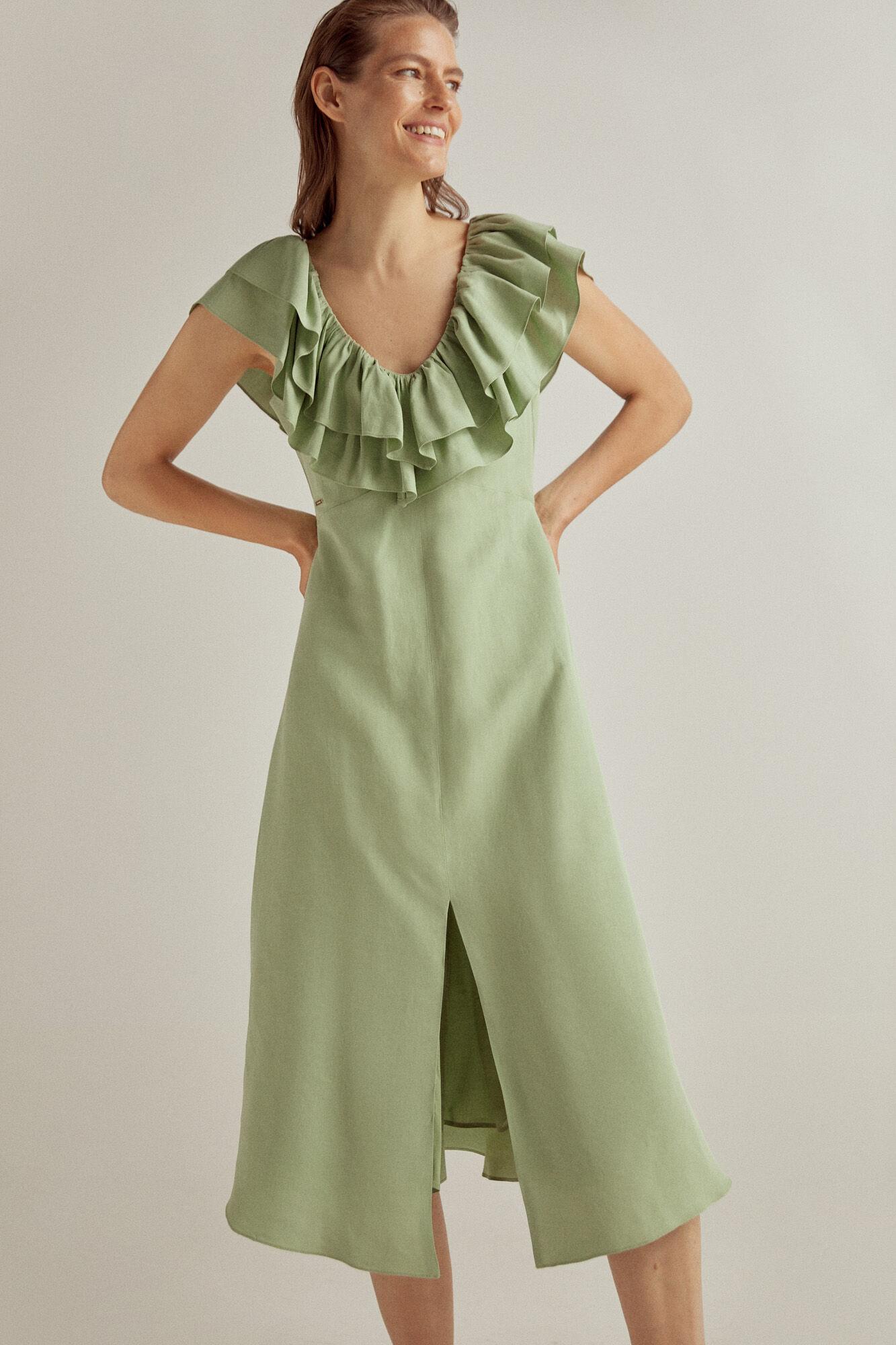 Vestido lino viscosa en verde con detalle de volantes