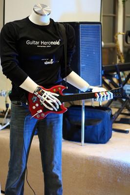 Guitar Heronoid, el robot que juega a Guitar Hero