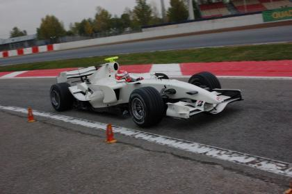 Honda prueba pilotos quitando kilómetros de test a Super Aguri
