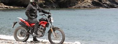 Probamos la Rieju Tango 125: una moto como las de antes, fácil y asequible para el carnet de coche