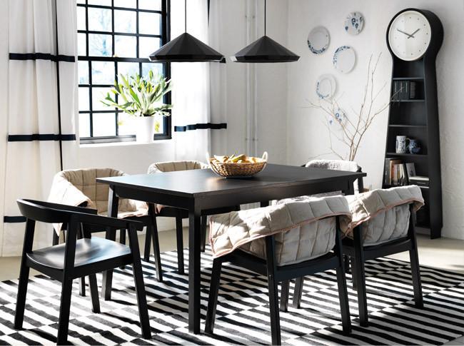 Comedor blanco y negro catálogo Ikea 2014