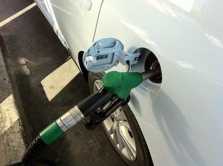Algunos mitos cazados sobre cómo ahorrar en combustible