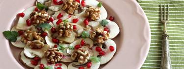 Carpaccio de hongos con nueces y granada, la ensalada completa y saludable del otoño