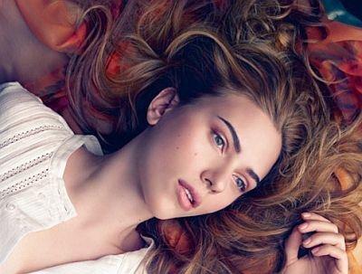 El look de Scarlett Johansson para la colección de verano 2010 de Mango