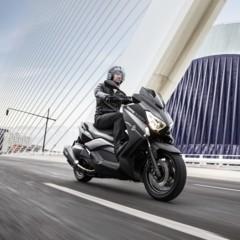 Foto 2 de 15 de la galería yamaha-x-max-400-momodesign-en-accion en Motorpasion Moto