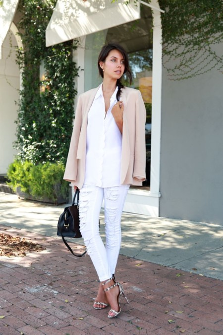 Los pantalones blancos son la solución para los looks de primavera