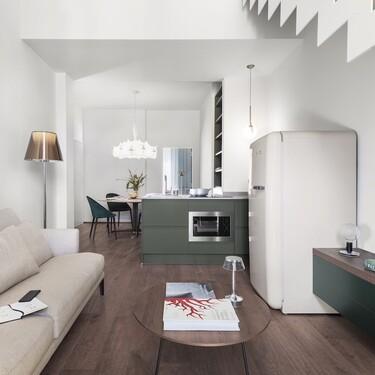 Un pequeño y antiguo apartamento en Florencia transformado en un dúplex contemporáneo y funcional
