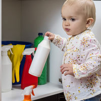 Qué hacer (y qué no hacer) si el niño ingiere detergente, lejía o algún otro producto de limpieza
