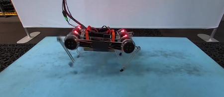 Robot Andando Hacia Delante