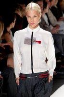 Coleta baja semirecogida, el look que nos propone Carolina Herrera en la Semana de la Moda de Nueva York
