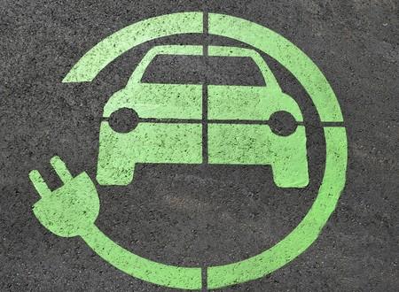 Dónde cargar tu coche eléctrico cuando no tienes un garaje propio con enchufe
