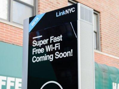 Nueva York finalmente estrena sus nuevos módulos de internet gratuito... bueno, casi