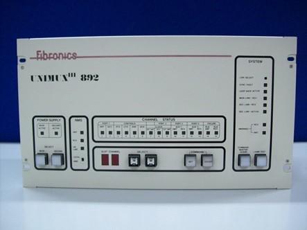 Multiplexador De Fibra Optica Unimux 892 De Fibronics Utilizado Como Nodo De La Red Runet En El Departamento De Ingenieria De Sistemas Telematicos De La Etsit Upm