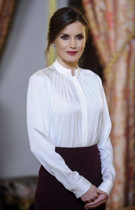 Doña Letizia no deja indiferente a nadie con su look perfecto de peinado y maquillaje