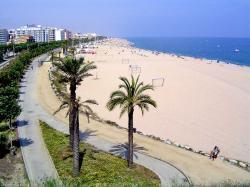 El turismo en España sigue aumentando, aunque menos