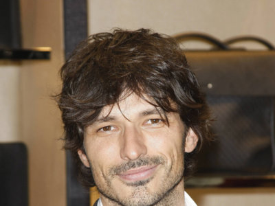 Un talludito e interesantón Andrés Velencoso protagonizará la nueva campaña de la fragancia Cerruti 1881