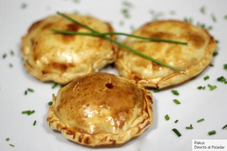 Discos de hojaldre con manzana y queso Camembert para el aperitivo