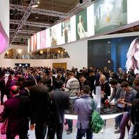 El sexismo en el MWC: así ha evolucionado la feria de los móviles de Barcelona