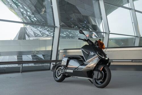 Primeras impresiones del BMW CE-04: un scooter eléctrico de estilo rompedor con hasta 130 km de autonomía, por 12.050 euros