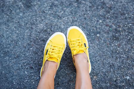 Zapatillas deportivas satinadas, ¿estamos ante la nueva tendencia de 2017?