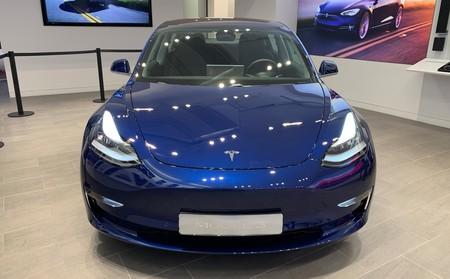 Tesla Model 3 Delante