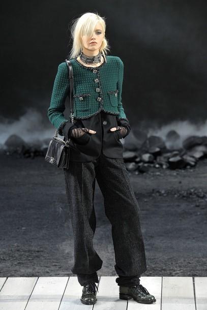 Foto de Chanel Otoño-Invierno 2011/2012 en la Semana de la Moda de París: el Apocalipsis de Karl Lagerfeld (5/17)