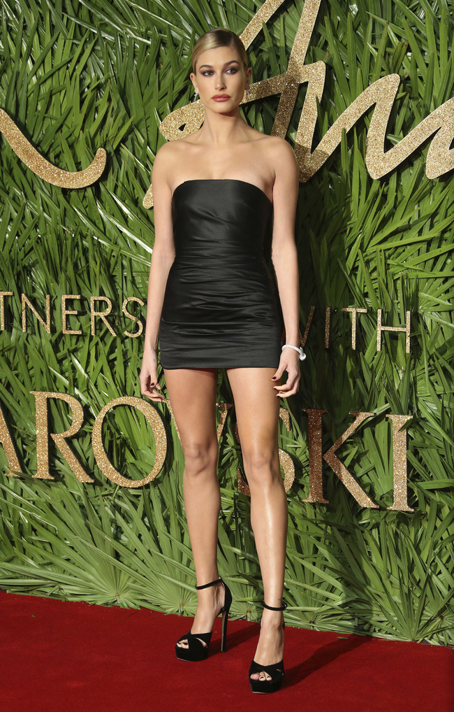 british fashion awards alfombra roja Hailey Baldwin