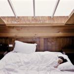 Seis beneficios de dormir tal y como viniste al mundo