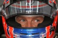 Jenson Button se coloca primero en los segundos libres, pese al calor