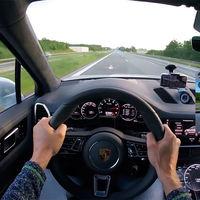 Alucina con este Porsche Cayenne Turbo potenciado a 962 CV volando a 330 km/h por la Autobahn