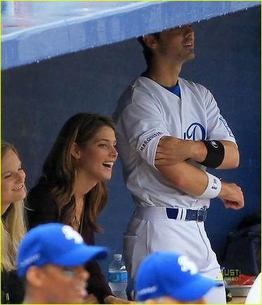 Joe Jonas ya no lleva su anillo,¿habrá perdido algo más?