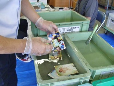 Se han recuperado y restaurado 400.000 fotografías dañadas durante el tsunami de Japón