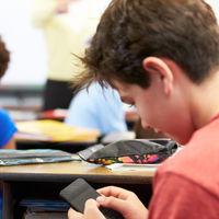 Colegios e institutos asturianos prohibirán a los alumnos grabar con móviles a otros compañeros, como medida contra el ciberacoso
