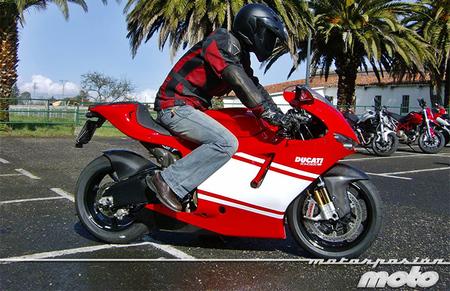 Motorpasión a dos ruedas: Valentino Rossi deja Ducati… y nosotros probamos la Ducati Desmosedici RR
